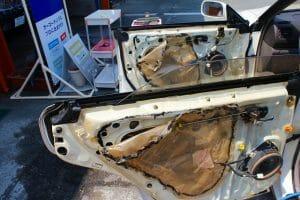 車内に蓄積したタバコのヤニ汚れを丸ごと洗浄&消臭|車内クリーニング スーパープレミアム